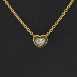 Collier or jaune et diamant coeur 0.38 carat